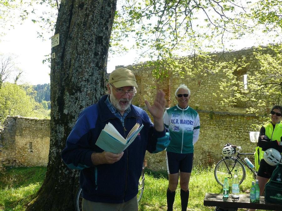 Denis avait prévu quelques moments plus culturels (ici avec Georges Boetsch) pour nous faire mieux découvrir sa belle région.