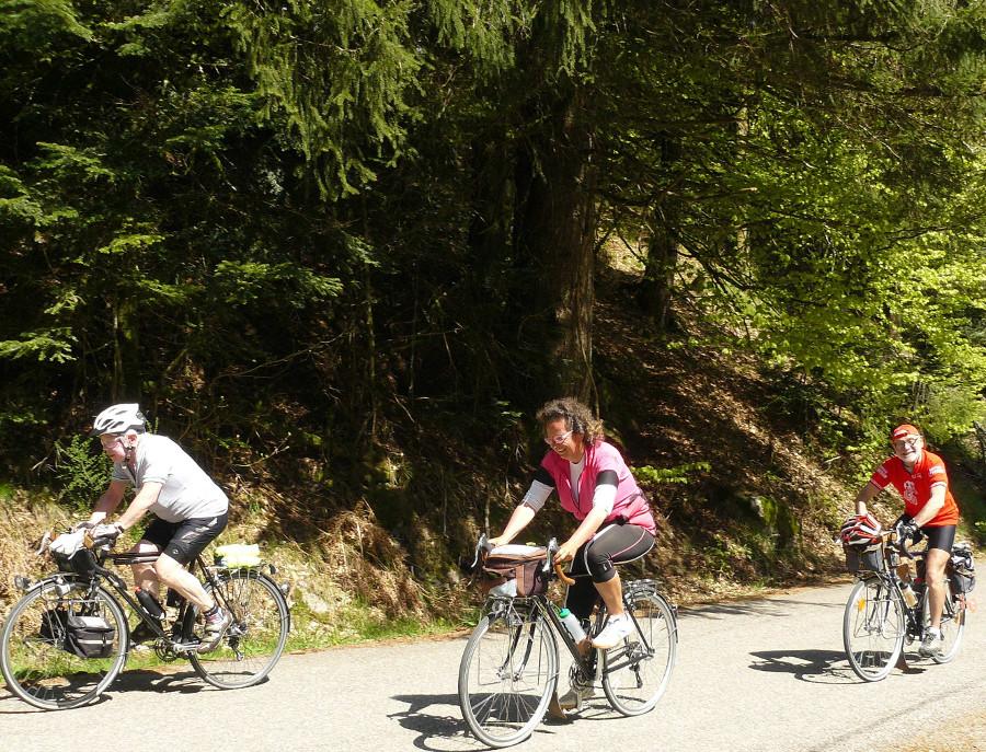 Louis et Johanne concentrés pendant la montée vers le Ballon d'Alsace, André... moins.